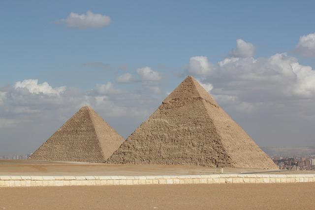 visitar as piramides do egito piramide caminho