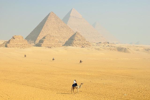 camelo - pirâmides - arquitetônico - maravilhas do mundo