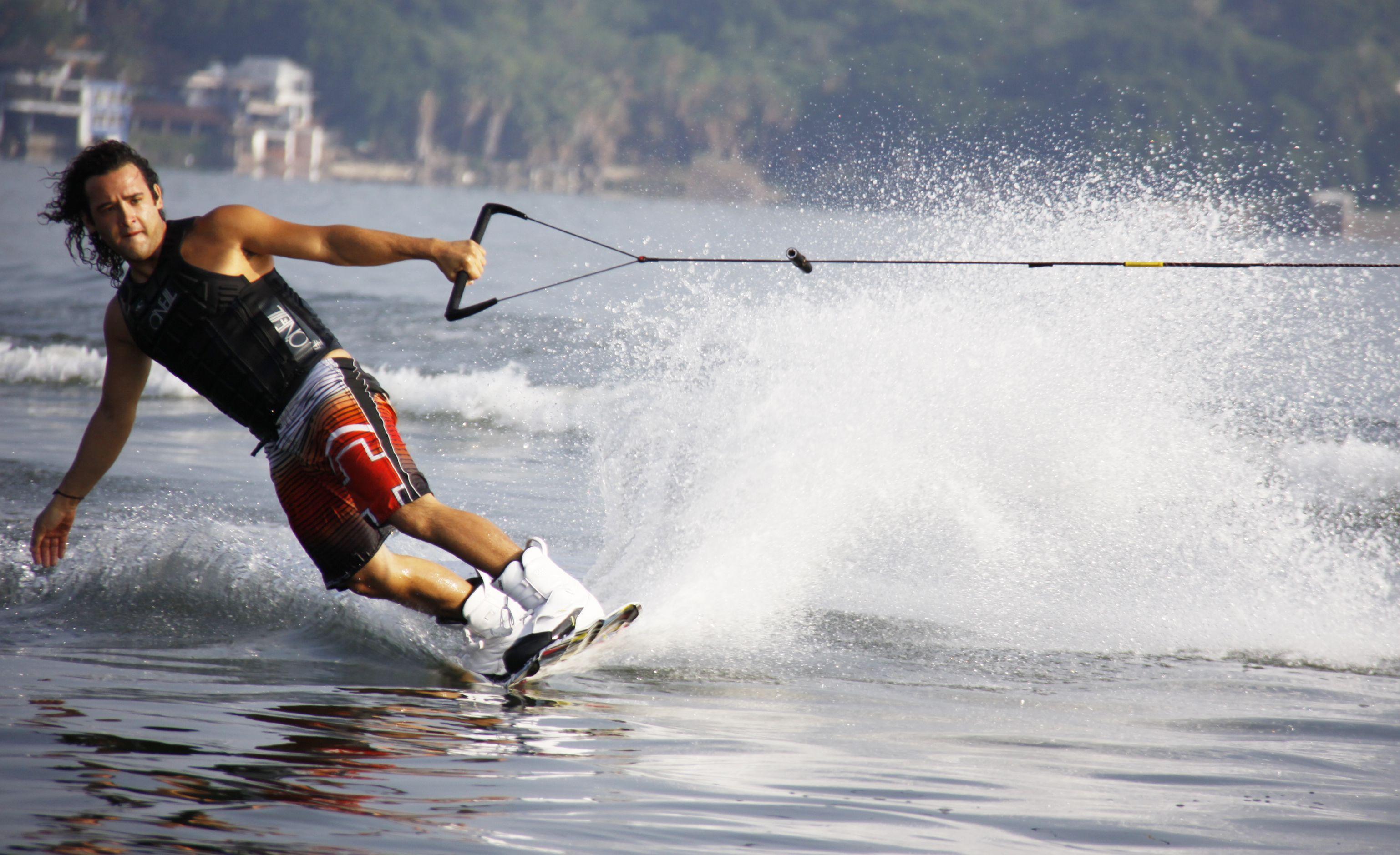 esportes radicais aquáticos