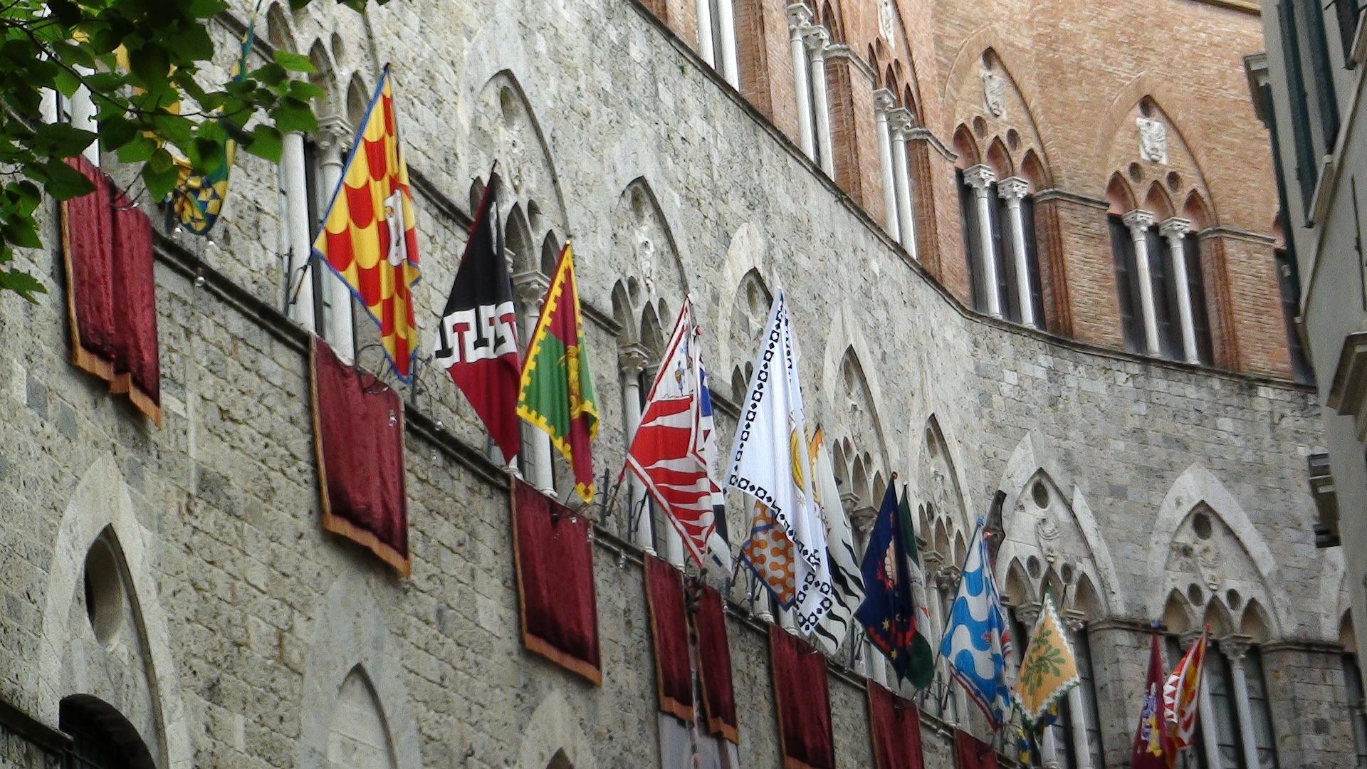 Bandeiras de Siena