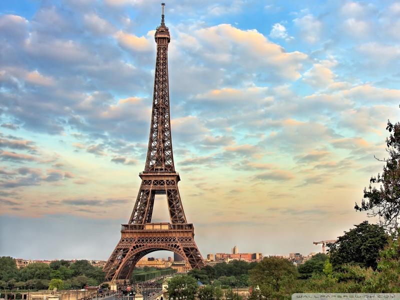 Torre Eiffel é uma das mais famosas atrações