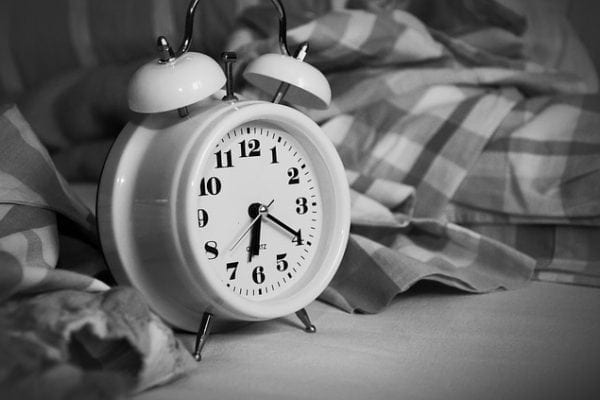 acordar cedo sozinho