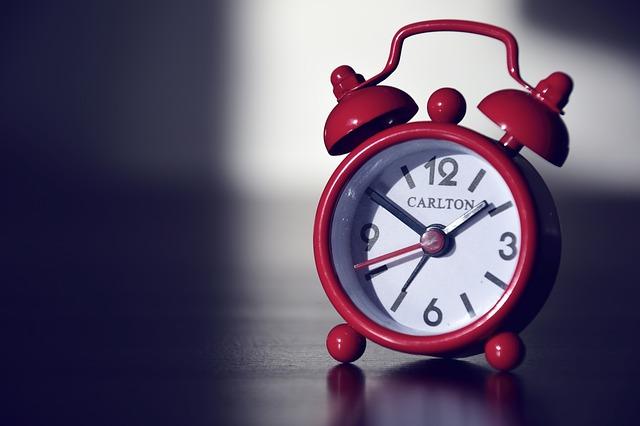 acordar cedo sozinho despertador
