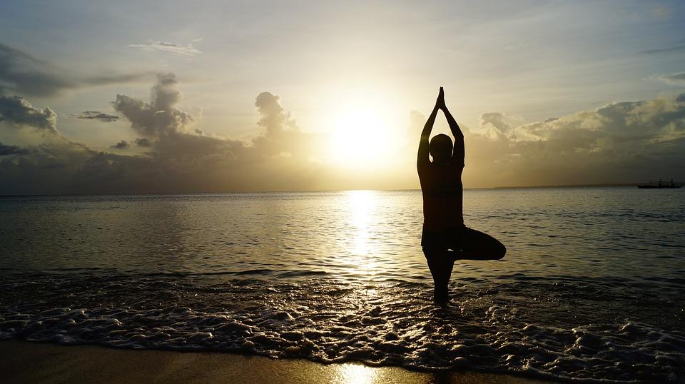 Dicas para aproveitar melhor os benefícios do yoga