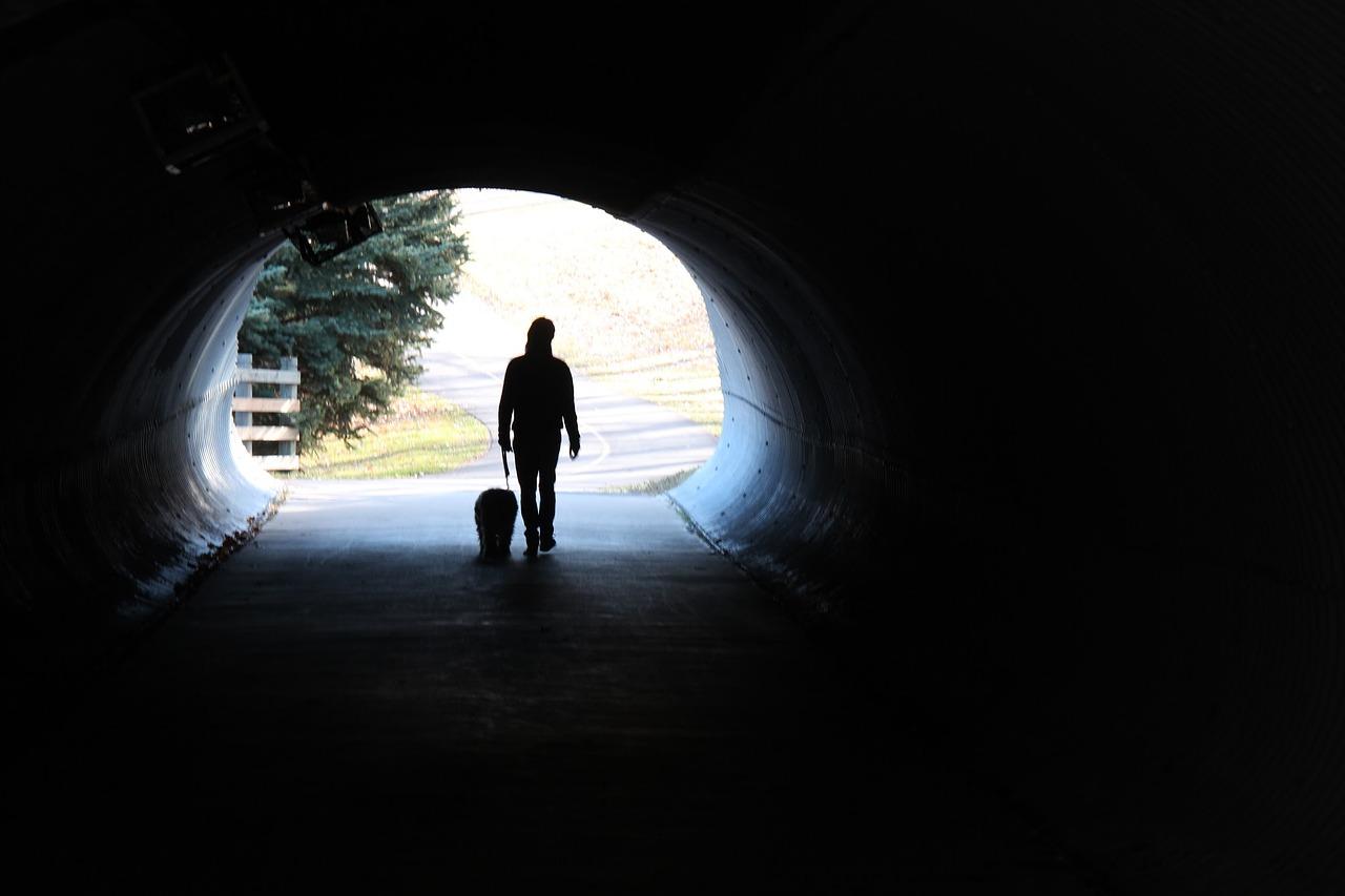 Fé e Esperança é mais que simples luz no fim do túnel. É certeza de chegar a ela