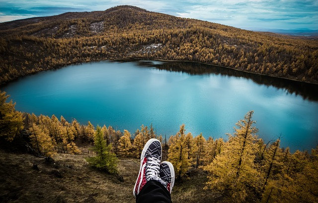 benefícios de viajar sozinho paisagem