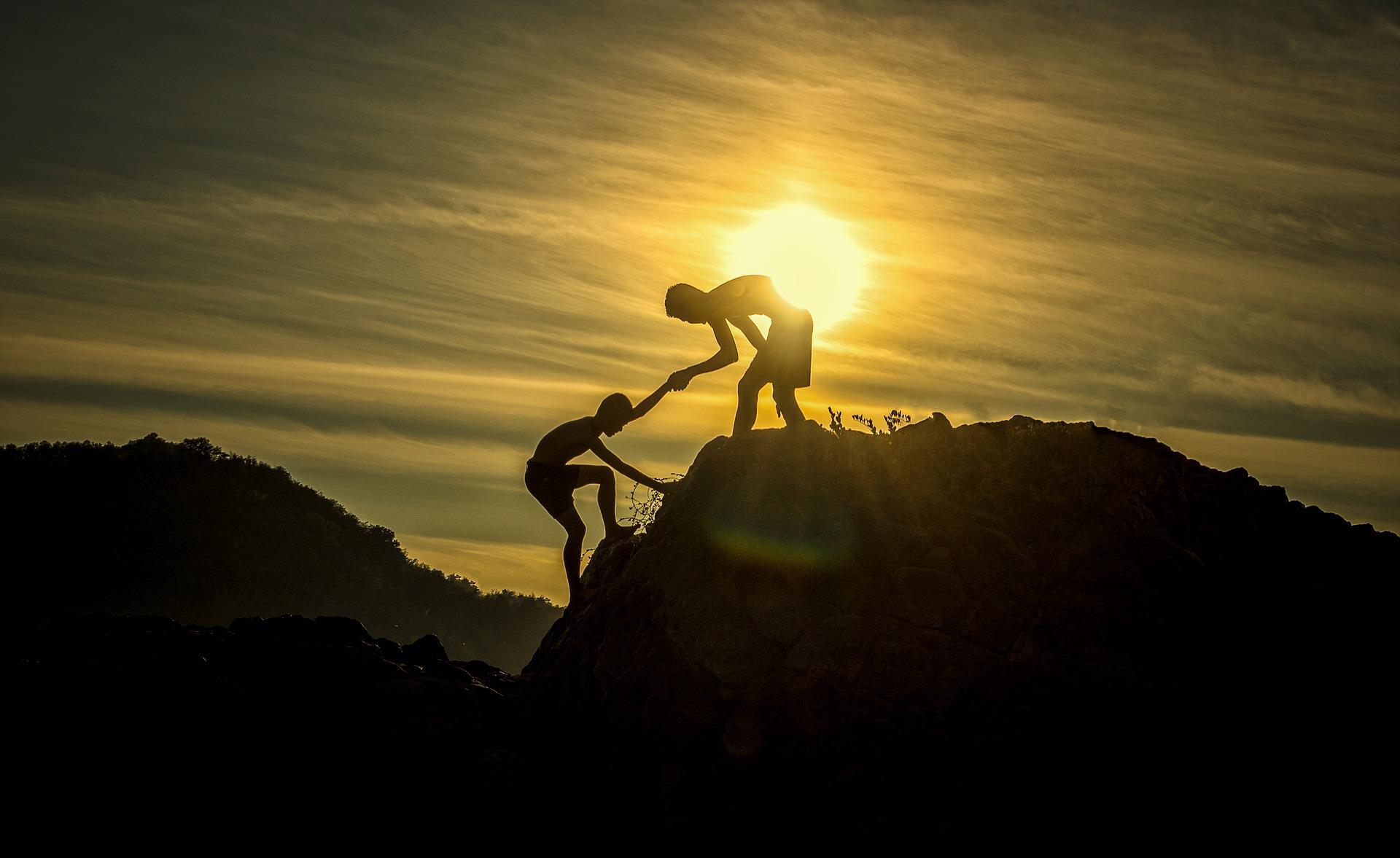 Bouldering exige força e muita concentração.