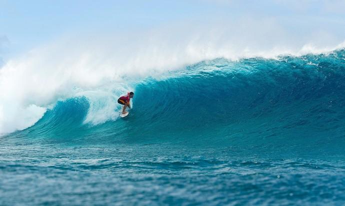 Não é fácil surfar nesta praia do Taiti