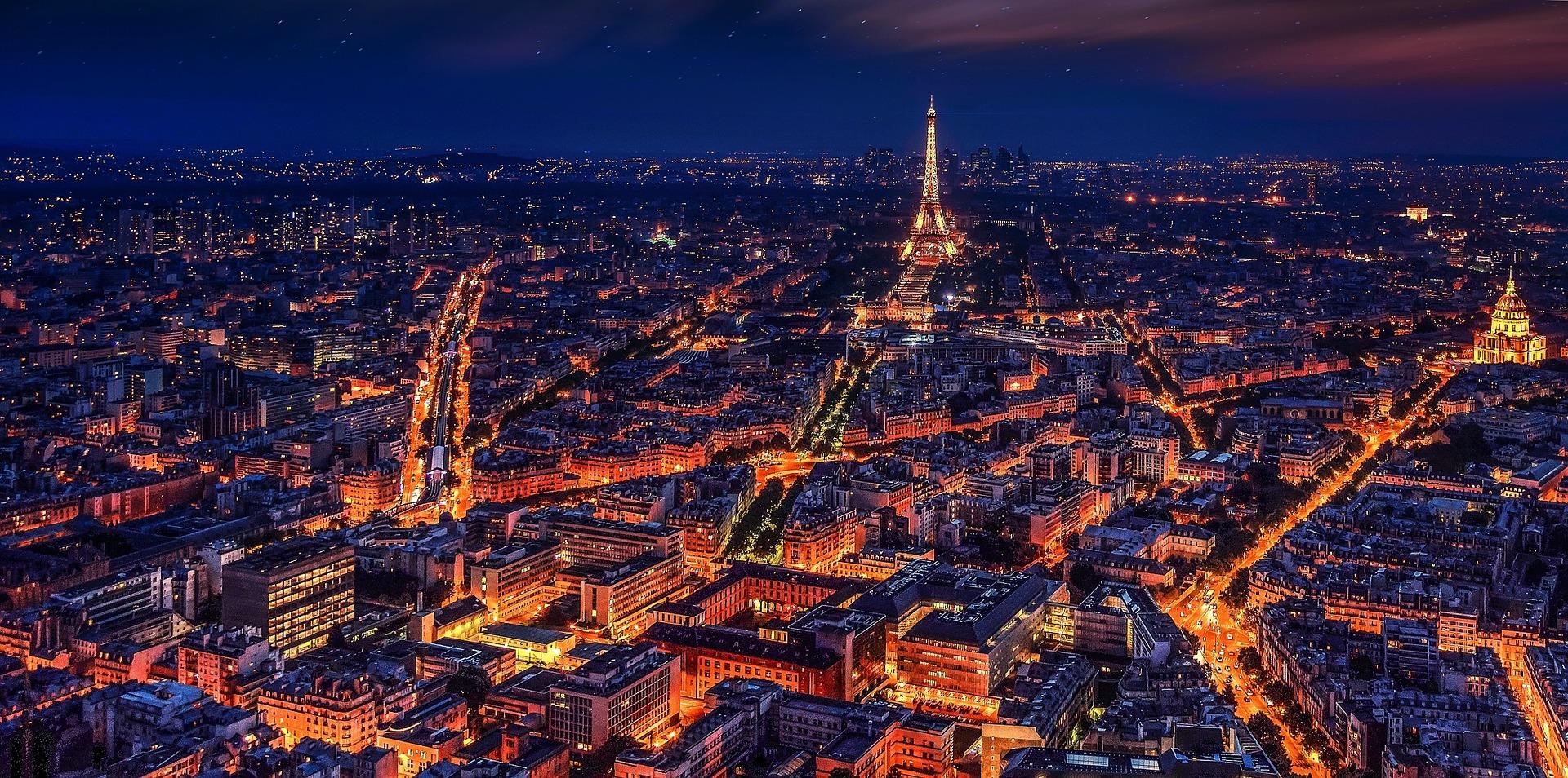 Paris, cidade luz e rota de intercambistas de todo o mundo.