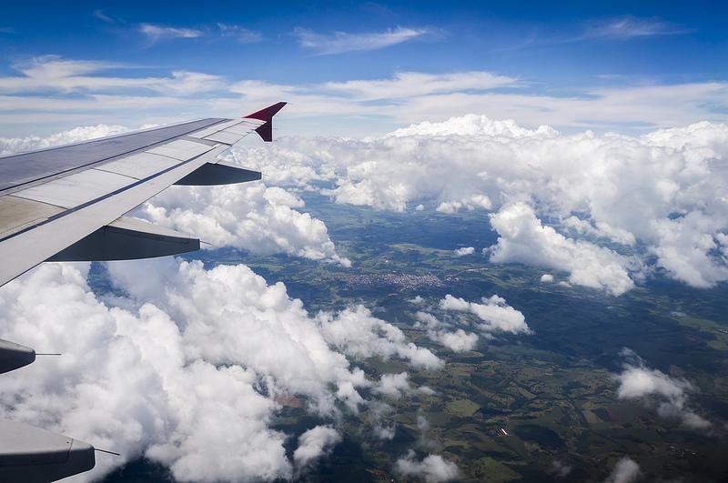 Trabalho voluntário viajar de avião de graça