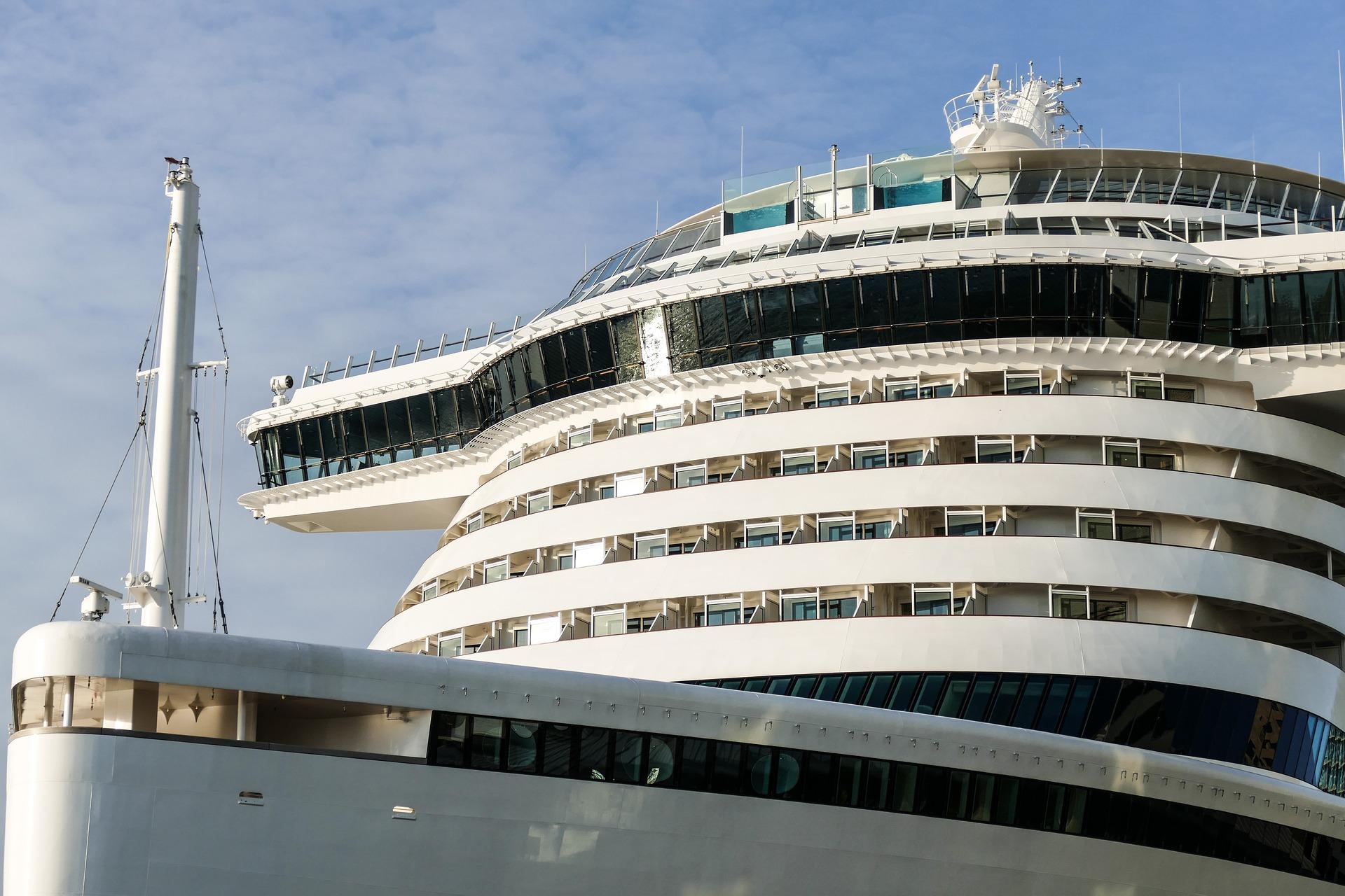 cruise-ship-2251245_1920