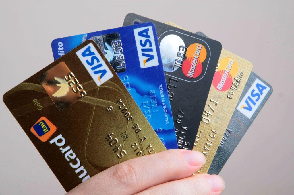 O cartão de crédito pode oferecer milhas cada vez que utiliza