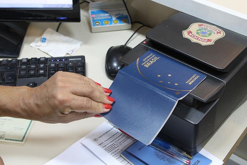 Polícia Federal passaporte trabalho