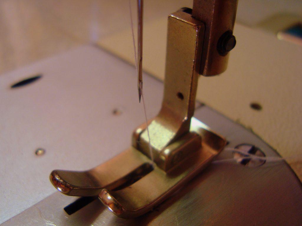costurar, reformar e ajustar roupas