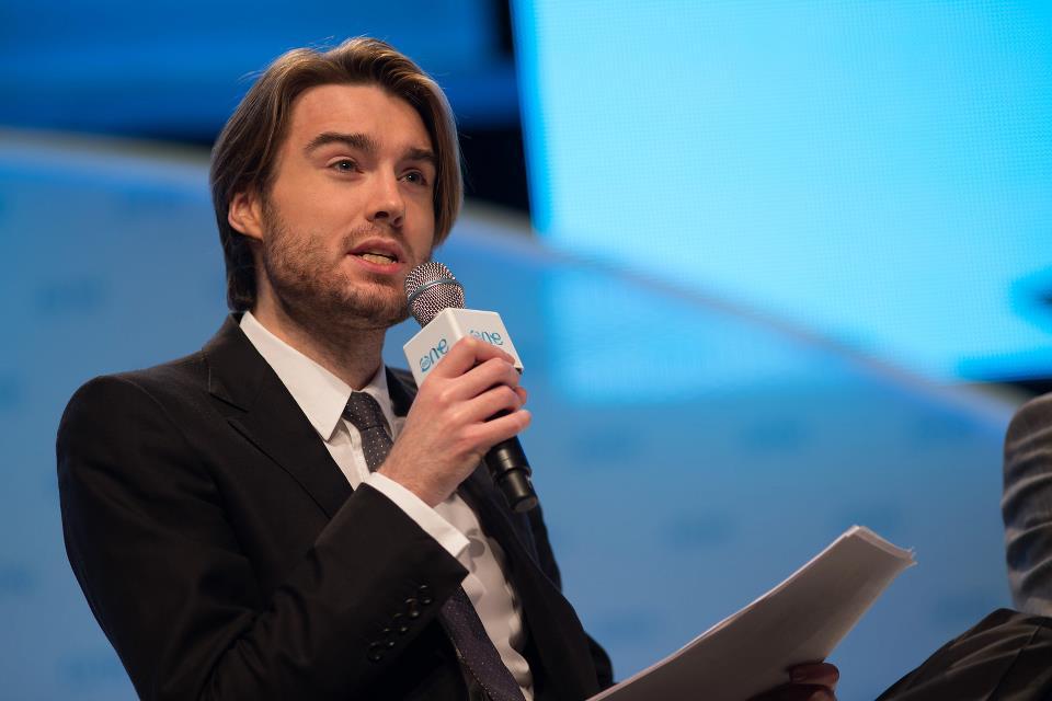 Criador do site Mashable e ganhou destaque pelos seus comentários sobre tecnologia.