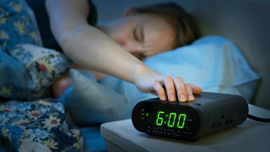 Descubra definitivamente como superar a dificuldade de acordar cedo
