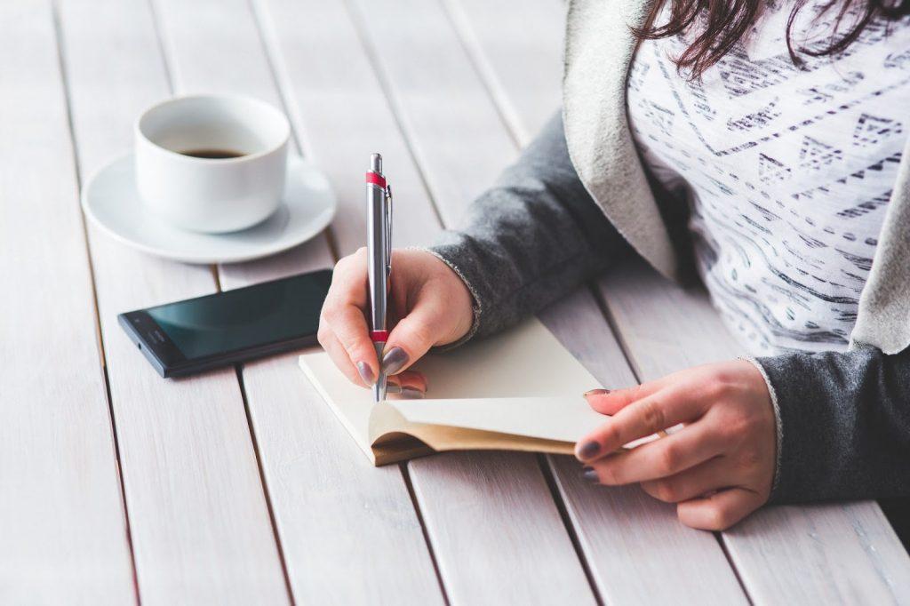 Escrever suas metas traz mais controle sobre o passo a passo que deve realizar