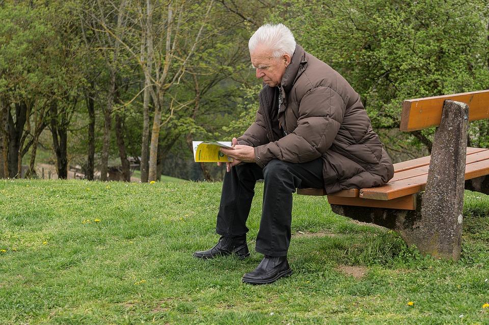 Adeus, aposentadoria é um dos livros para educação financeira.