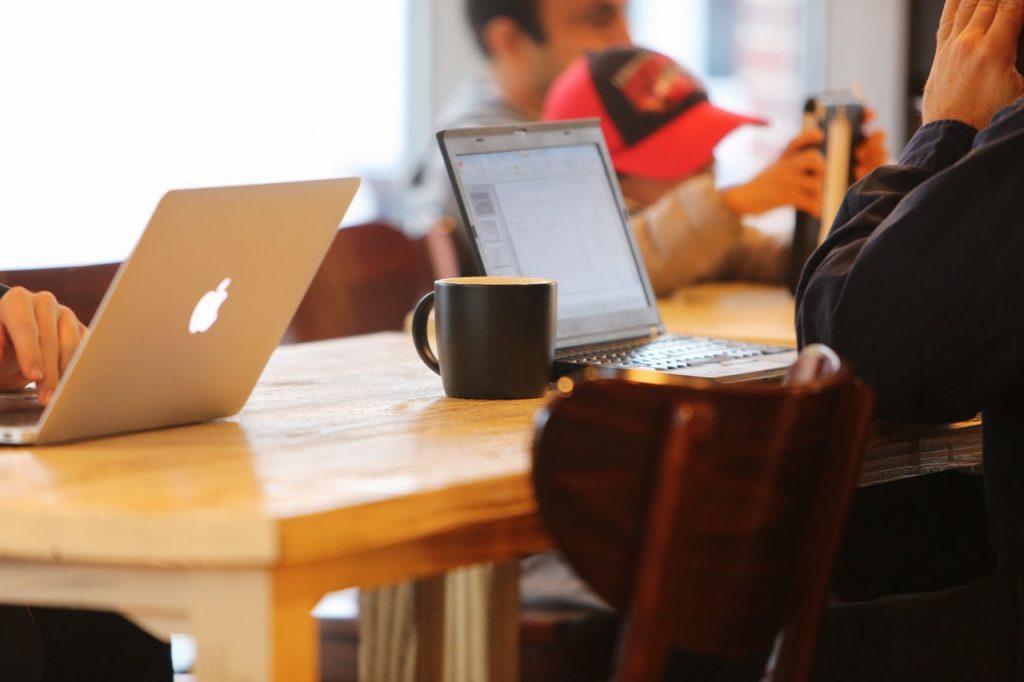 freenlancer de criação de conteúdo online