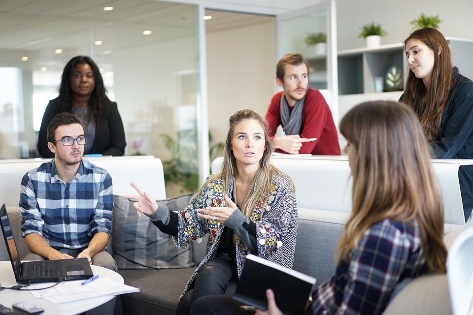 Melhorar a relação interpessoal no trabalho é procurar um crescimento profissional