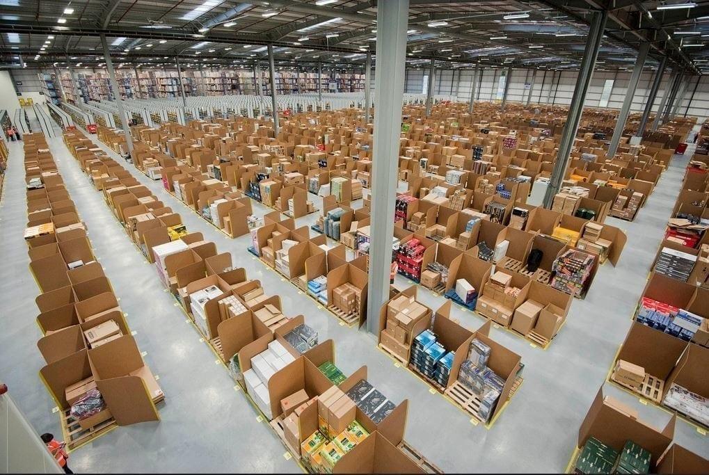 Muitas pessoas estão em busca de mercadorias importadas para revender