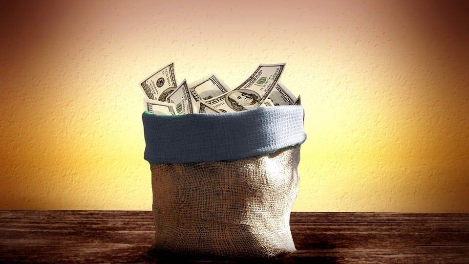 Após o período para o resgate do valor, o investidor recebe o valor reajustado com juros