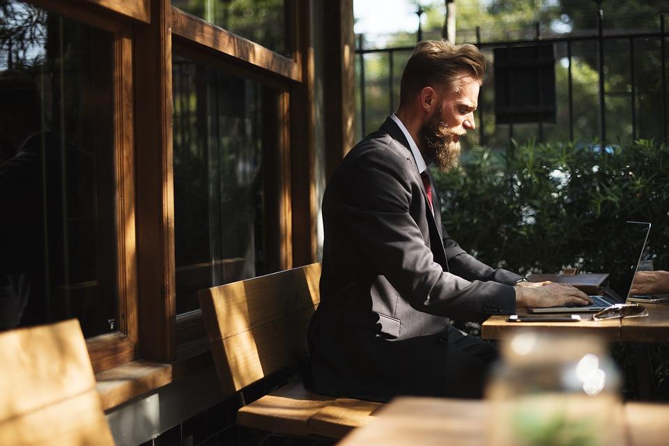 Escolher outros lugares para trabalhar não deixa sua vida virar monótona.