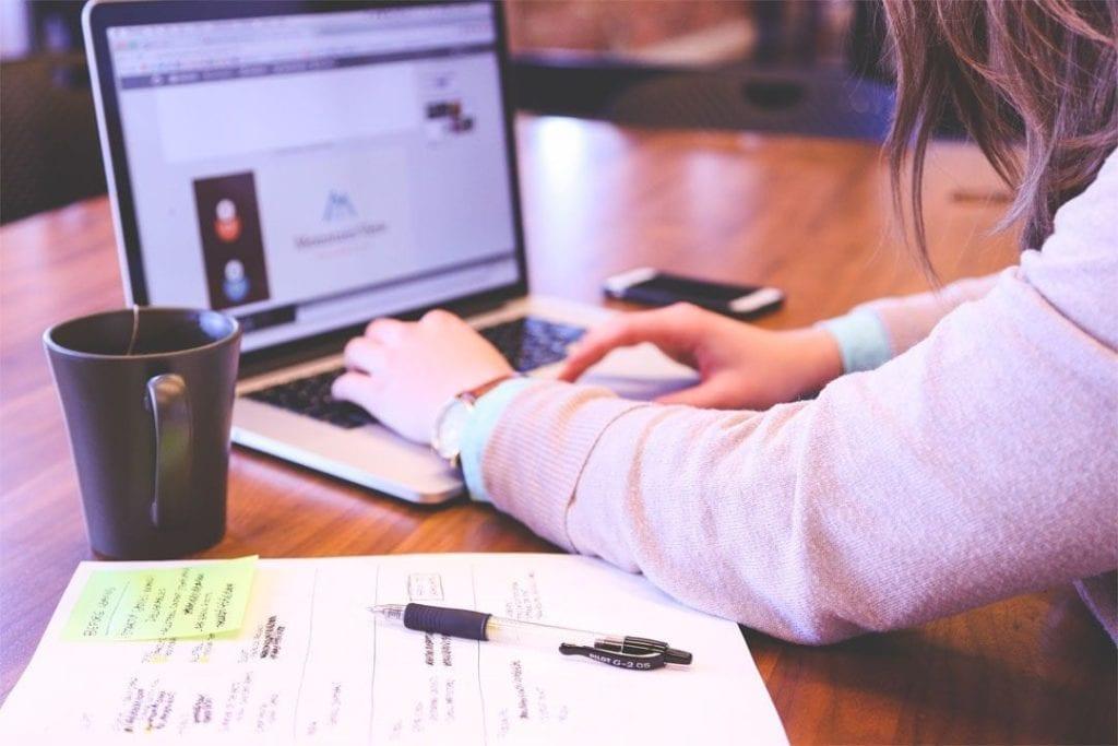 Como ganhar dinheiro na internet grátis é a pergunta de muitos profissionais.