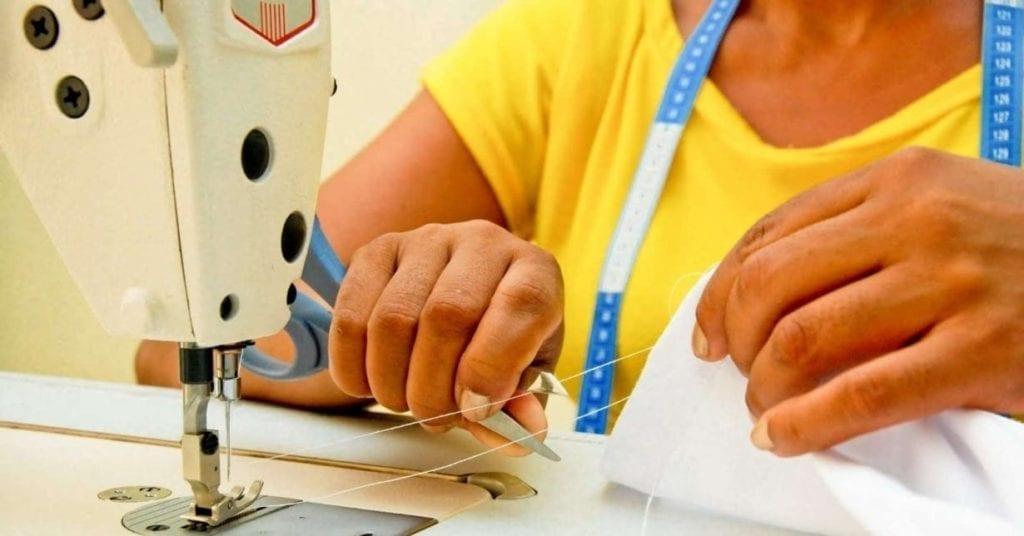 Não é indicado que deixe seu trabalho para se dedicar apenas na costura, pelo menos no começo.