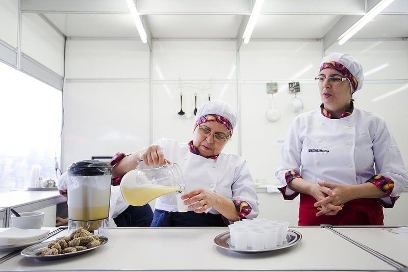 Cozinhar paixão com fonte de renda