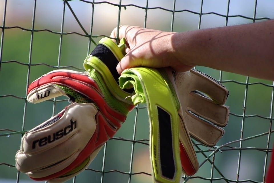 Times contratam goleiros para jogar determinadas partidas de futebol