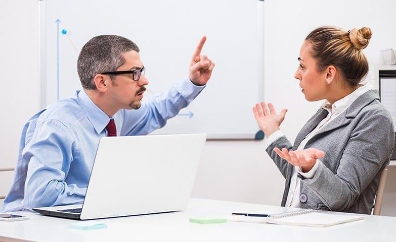intolerância no trabalho