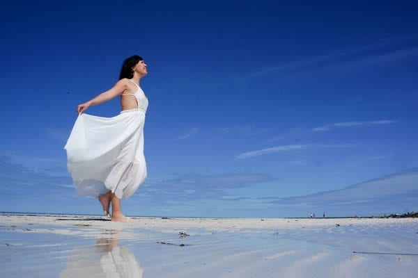 relaxando a beira mar
