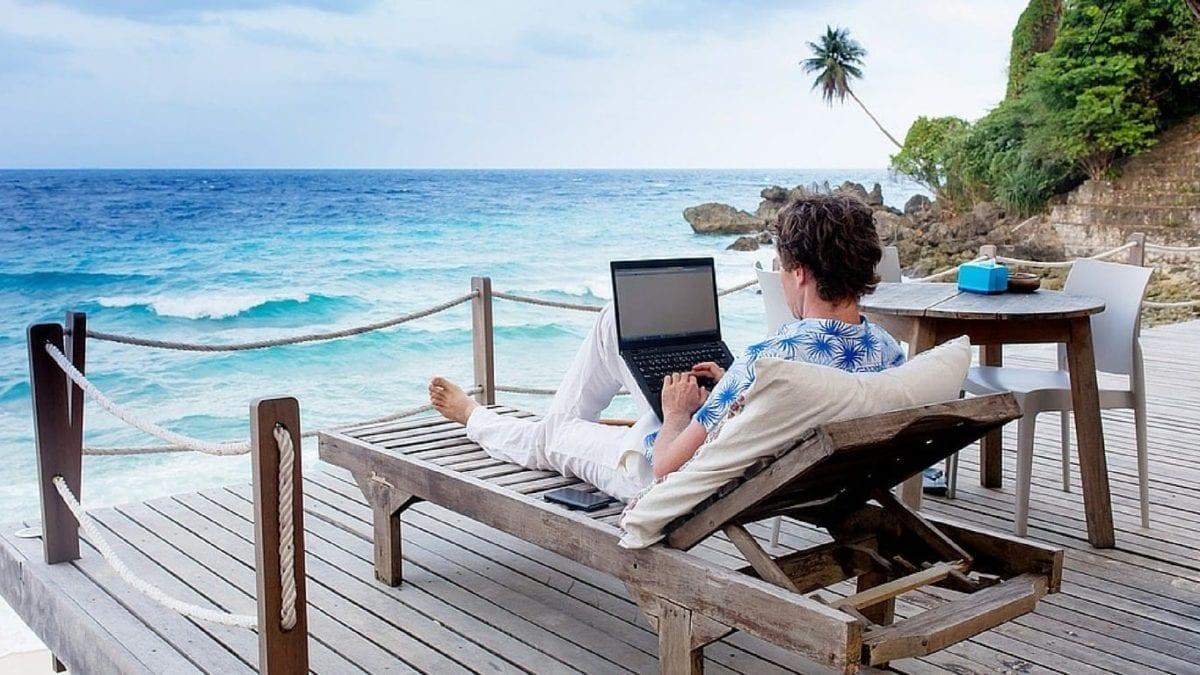 É possível trabalhar enquanto viaja pelo mundo?