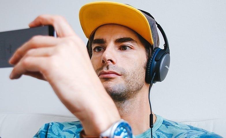 Celular e tablet são os favoritos entre brasileiros para acessar a internet