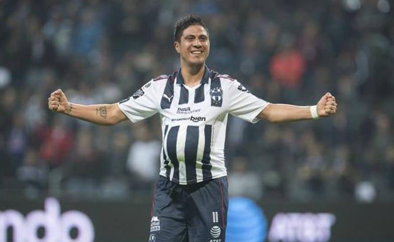 O jogador de futebol Cristaldo comemorando um de seus gols