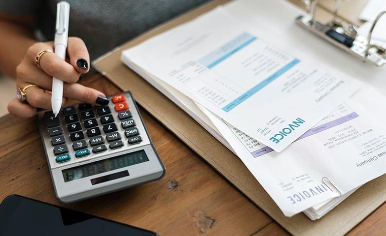 Fazendo cálculos dos gastos e ganhos