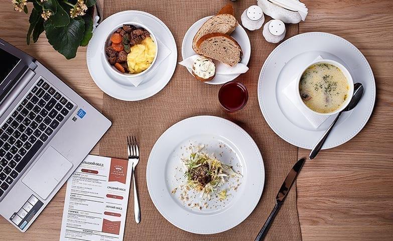 Uma alimentação balanceada para evitar problemas de saúde no trabalho