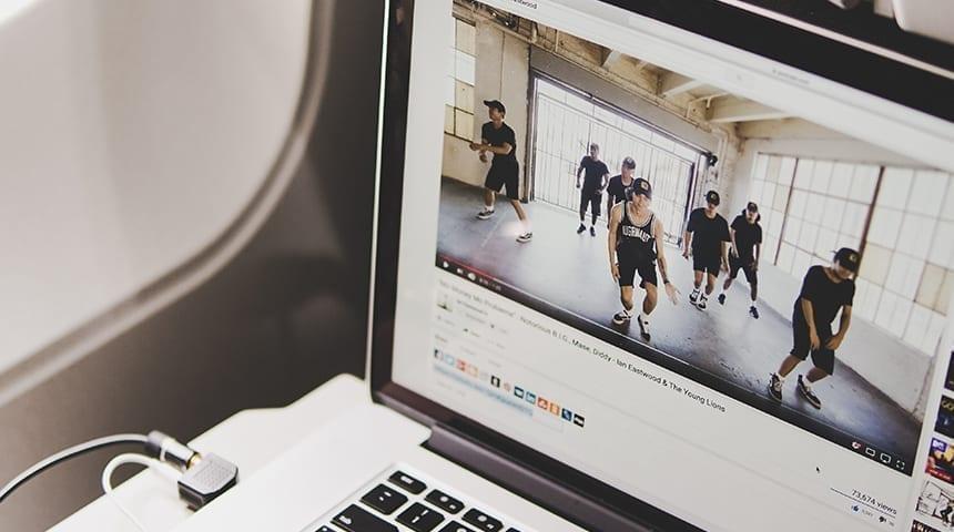 Como ganhar dinheiro sem sair de casa com canal no youtube