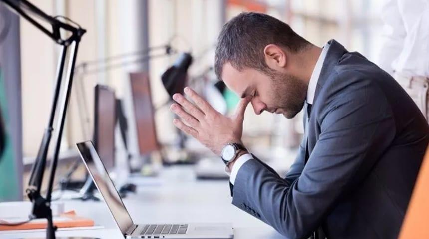 Depressão por excesso de trabalho: saiba como superar