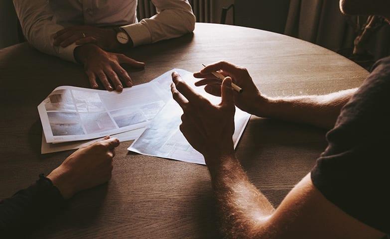 Reunião presencial para agilizar o processo do trabalho de home office